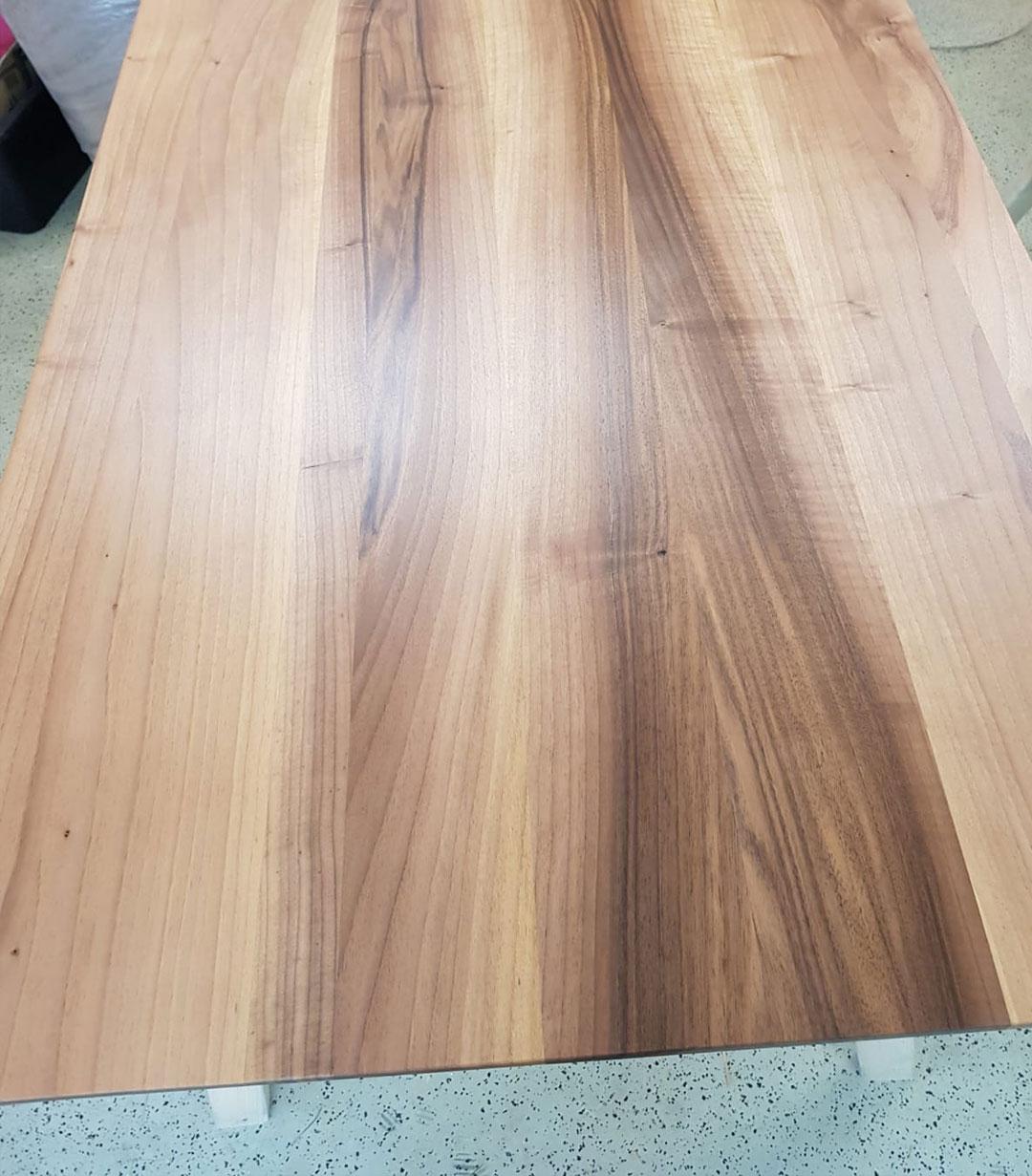 Esstisch-Platte aus Nussholz