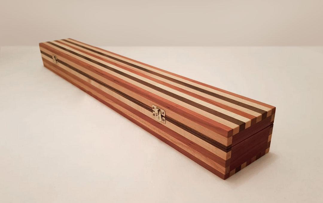 Holzkästchen aus acht Holzarten